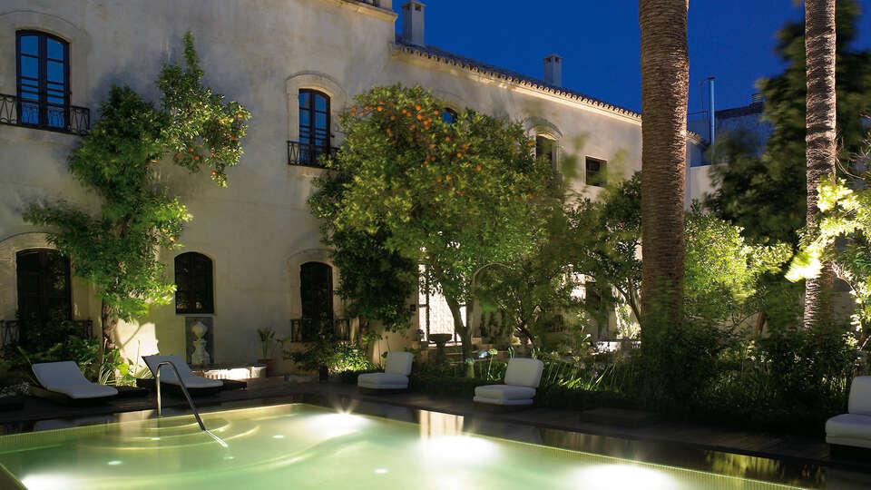 Escapada a un palacio del XVI, situado en el corazón del casco antiguo de Córdoba, con cena, spa y masaje incluidos.