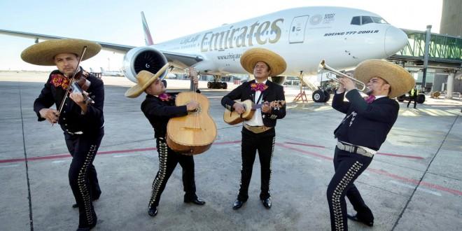 Mariachis a la llegada del Boeing 777-200LR a Barcelona.