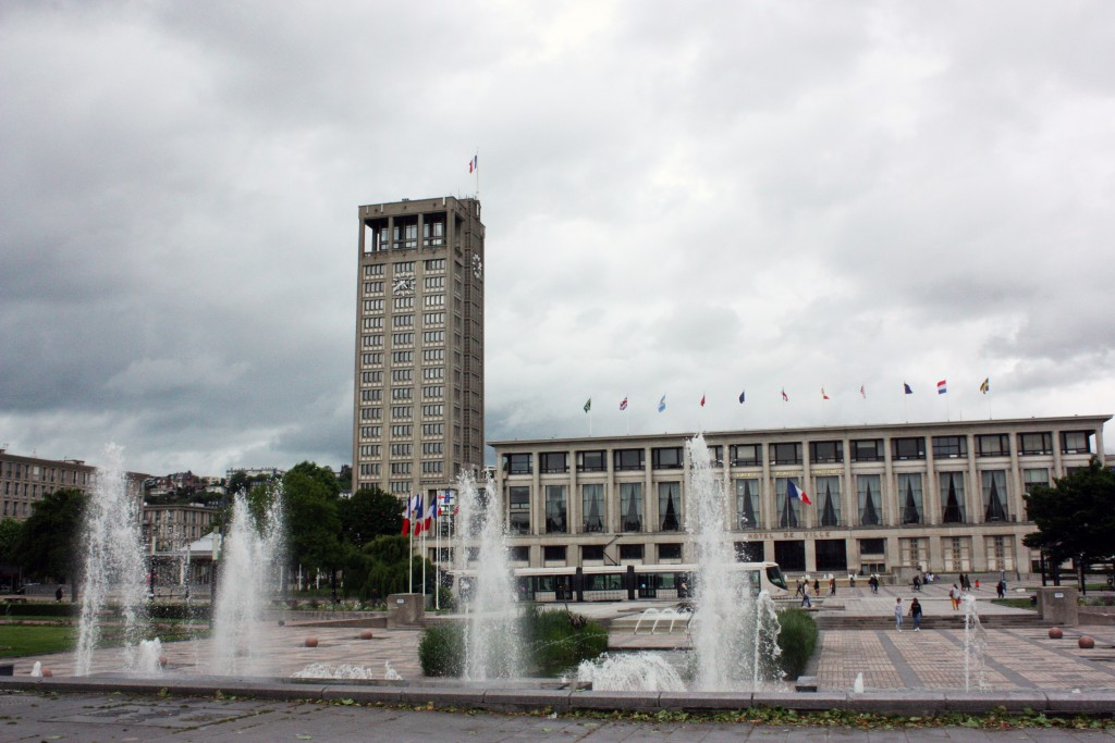 El Ayuntamiento es uno de los edificios más emblemáticos de la reconstrucción de Auguste Perret.