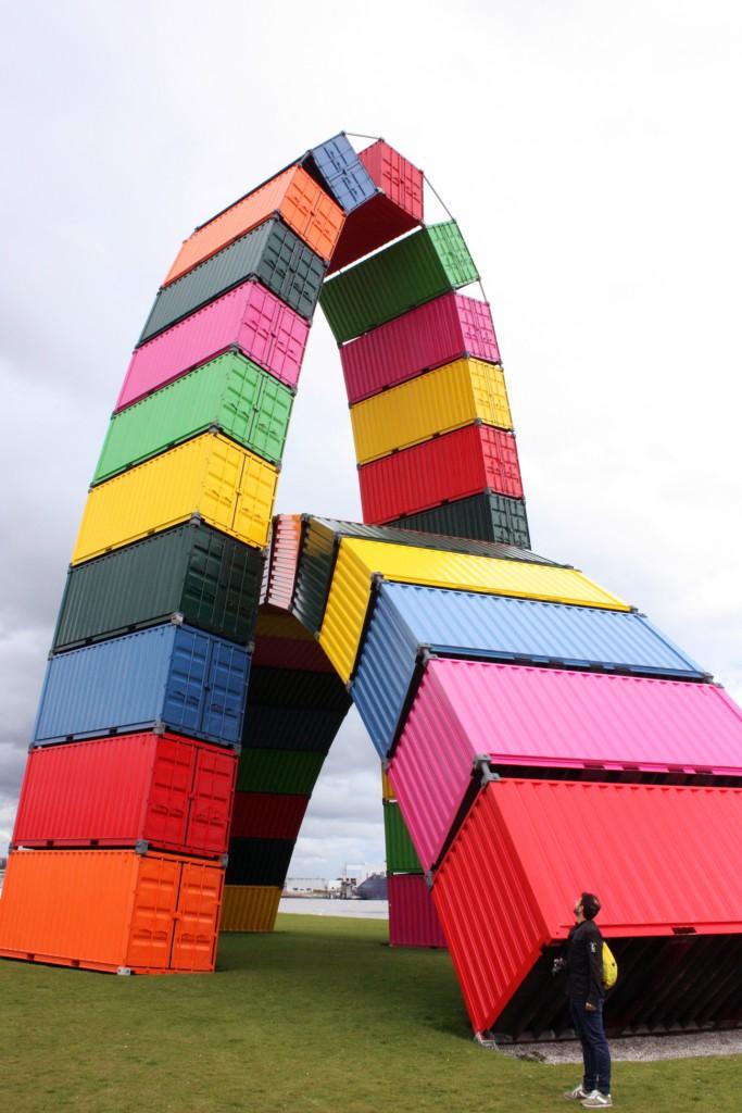 Le Havre, lugar favorito tanto de los pintores del XIX como de los artistas y arquitectos del XXI. En la foto el Catène de containers.