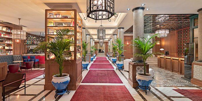 """Experimentar un """"afterwork"""" de Madrid, en este caso con música y magia y en un espacio decorado por el interiorista Lázaro Rosa-Violán, es lo que propone el Boutique Hotel H10 Villa de la Reina."""