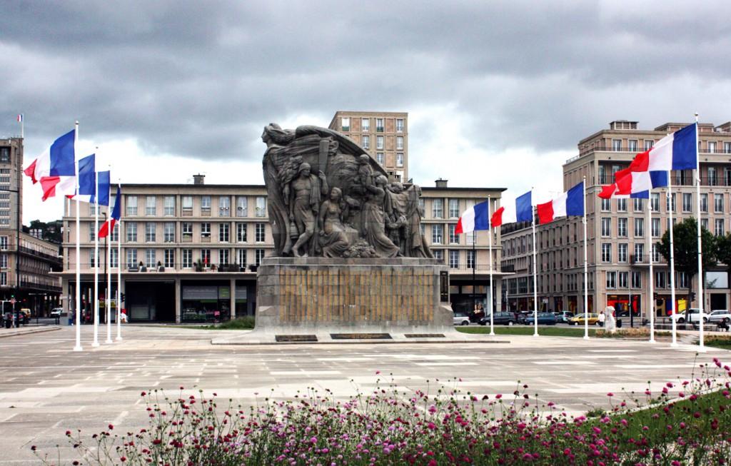 Tras la Primera Guerra Mundial, a Poisson se le encargó erigir esta enorme obra que tardó tres años en completar y que fue un milagro que no sufriera daños tras el devastador bombardeo de Le Havre en 1939-1940.