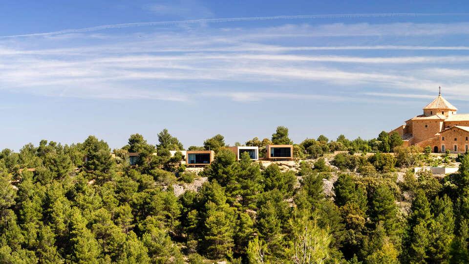 """Disfrutar del lujo """"slow"""" y de la ecología en parajes como el Matarraña de Teruel alojado en un hotel de diseño """"nature friendly"""" como este llamado Consolación."""