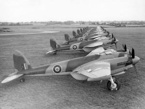 DH.98 Mosquito, el caza fabricado por de Havilland, al que Breitling rinde homenaje en su Aviator 8 B01 Chronograph 43 Mosquito