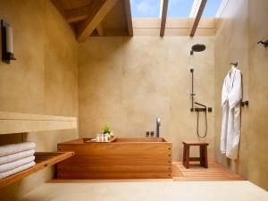Ambientación nipona: bañeras ofuro hechas de cedro rojo.