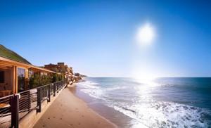 "Pasarela a la legendaria y ""antipaparazzi"" Carbon Beach."