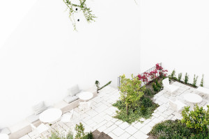 Su patio interior ofrece un estupendo espacio donde desconectar.