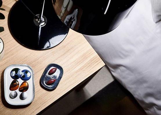 Cada día cambian los bombones que dejan en la mesilla de noche. Foto: Instagram Hotel Casa Cacao Girona