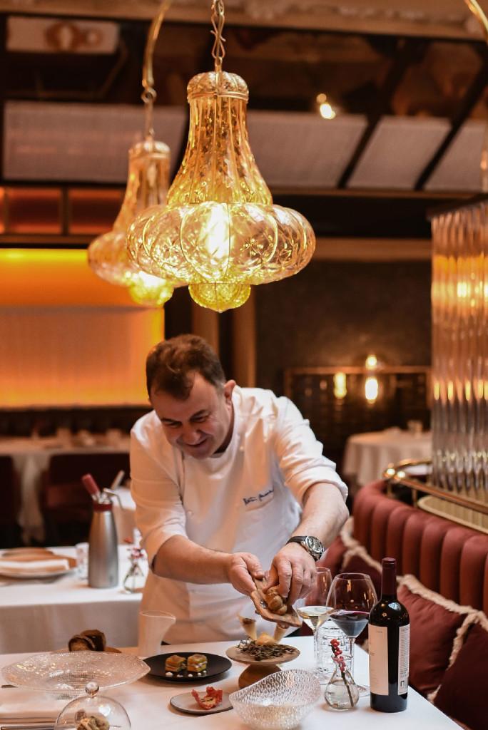El restaurante de Martín Berasategui en la capital española es Etxeko Madrid.